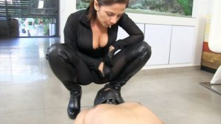 Ella Kross - Spitting In Your Ugly Face